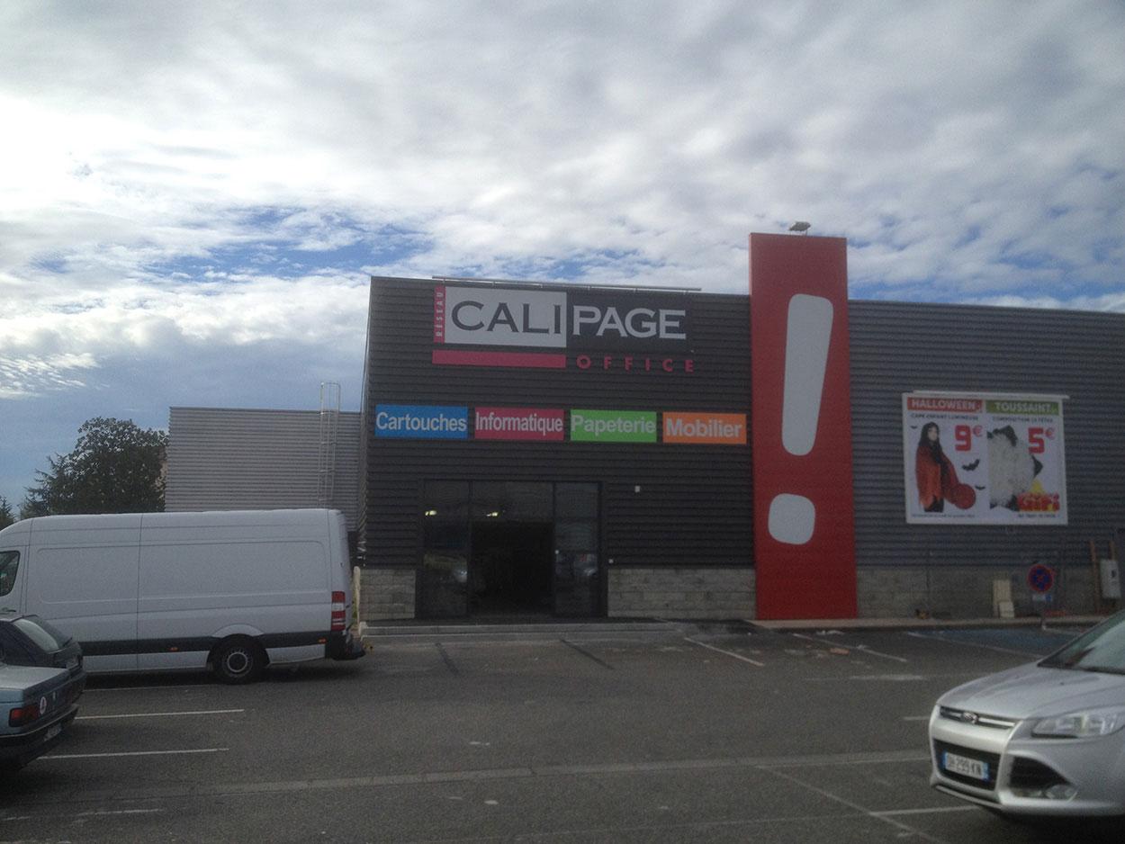 Maré Design vous accompagne dans la réalisation de vos façades commerciales Pau, Lourdes, Bayonne, Bordeaux, Toulouse, Tarbes et Mont de Marsan.