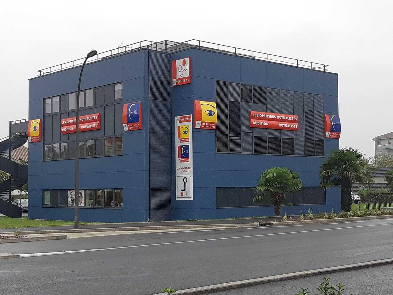 Maré Design vous accompagne pour la réalisation de vos façades commerciales Mont de Marsan, Toulouse, Bordeaux, Tarbes, Lourdes, Pau, Bayonne